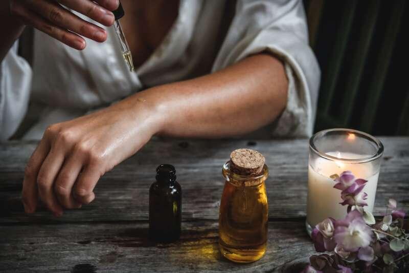 Etherische olie voor onze gezondheid eigenschappen, voordelen en recepten